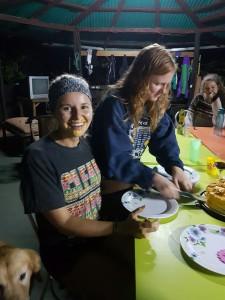 Lexi med tårta i ansiktet, blev nedtryckt 😁.
